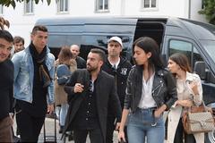 Ronaldo hẹn hò với bồ cũng không yên