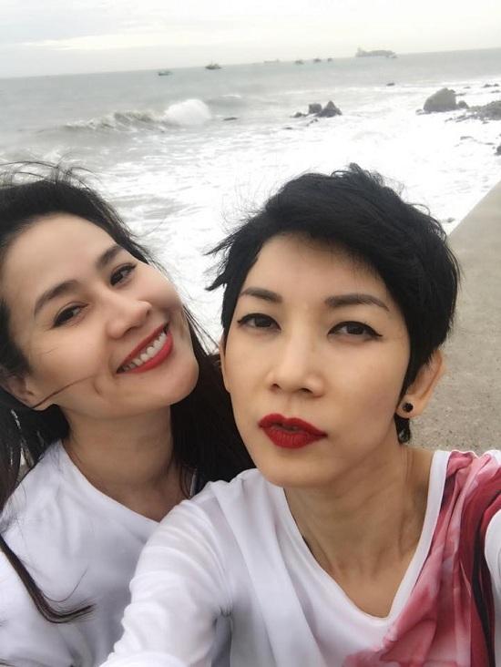 MC Hoàng Linh đăng ảnh hạnh phúc bên bạn trai mới