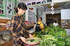 Cô gái Nhật đến Huế bán rau sạch