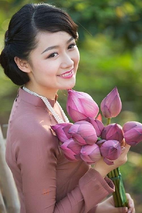 MC Thu Hà chính thức thay thế BTV Vân Anh ở Thời sự 19h