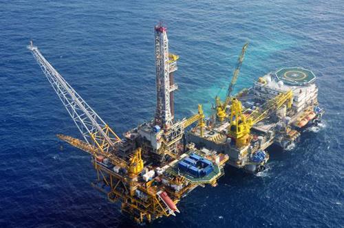 2016, Petrovietnam trụ vững trước 'sóng gió' giá dầu