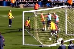 Xem Messi solo rồi ghi bàn xỏ háng 2 đồng đội cùng lúc
