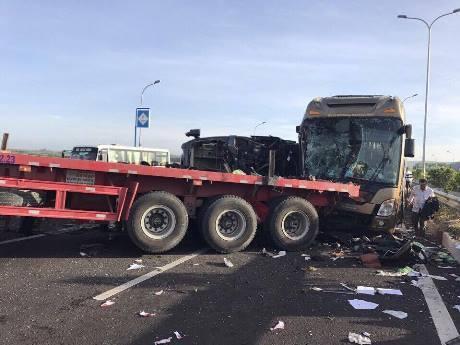 Cao tốc Long Thành, tai nạn liên hoàn, xe khách, xe container, hiện trường vụ tai nạn