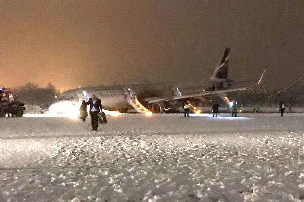 Máy bay Nga chở 174 người trượt khỏi đường băng