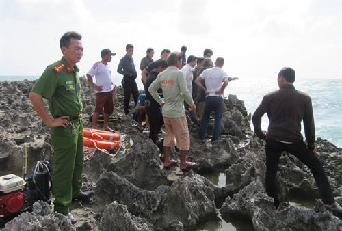 Cộng đồng flycam phối hợp tìm du khách bị sóng cuốn mất tích