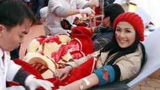 Hoa hậu, Á hậu cùng hiến máu phục vụ Tết