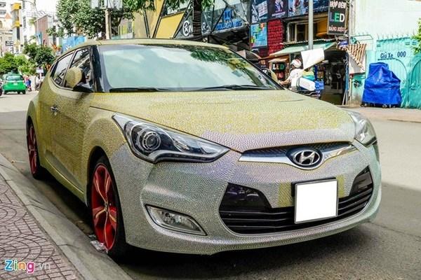 """""""Xế hộp"""" Hyundai Veloster phủ pha lê lộng lẫy ở Sài Gòn"""