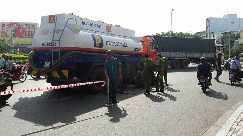 Xe trộn bê tông cán chết người trên đường Phạm Văn Đồng