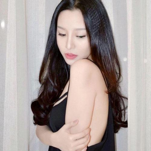 Vợ Mạnh Quân được dân mạng khen đẹp không thua hot girl