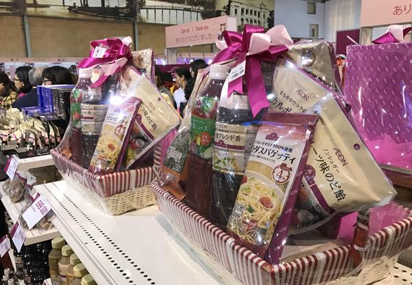Tết này: Cúng chọn đồ quê, ăn sang chọn hàng Nhật