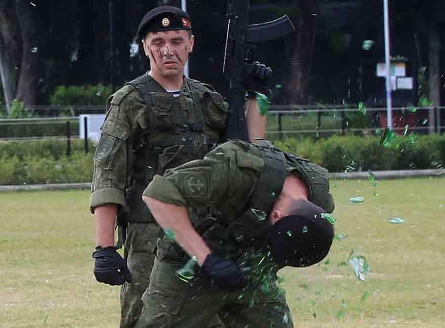 Binh sĩ Nga khoe kỹ năng siêu đẳng