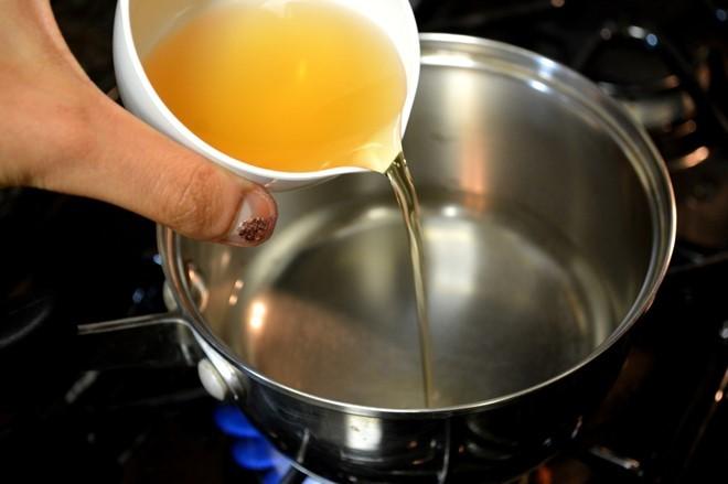 Cách khử mùi đồ rán ám trong bếp