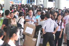 Tân Sơn Nhất đề nghị khách đến trước 2h làm thủ tục vì quá tải