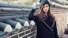 Midu diện 'cây đen' nổi bật ở phim trường Hàn Quốc
