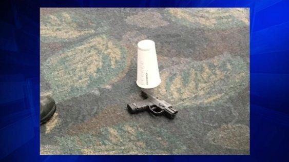 Xả súng ở sân bay Mỹ, 5 người thiệt mạng
