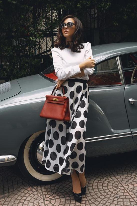 Ngắm siêu xe và khối tài sản đáng nể của Hoa hậu Thu Hoài