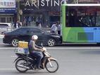 Buýt nhanh lại gặp nạn với xe biển xanh
