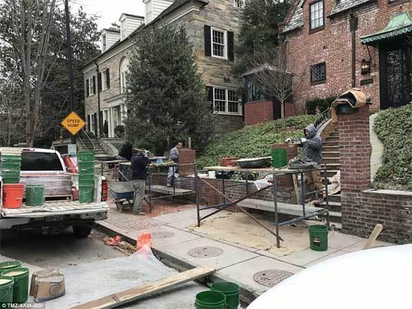 Nhà Obama xây tường bao quanh dinh thự mới