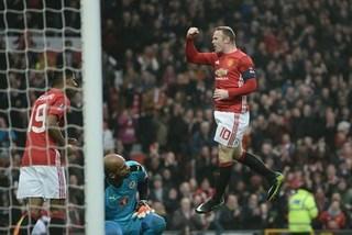 Sir Bobby Charlton phát chán khi bị Rooney cân bằng kỷ lục