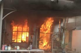 Bé trai 5 tuổi cháy đen trong căn nhà gỗ