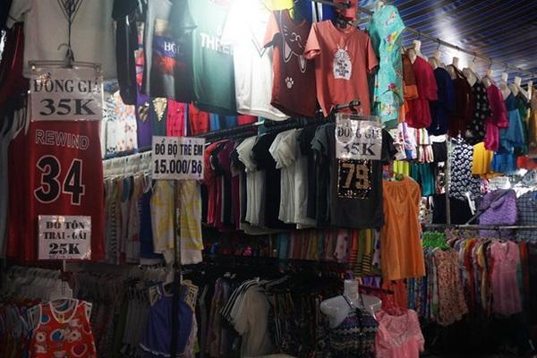 '6 chợ đầu mối lớn ở Việt Nam bán toàn quần áo Trung Quốc'