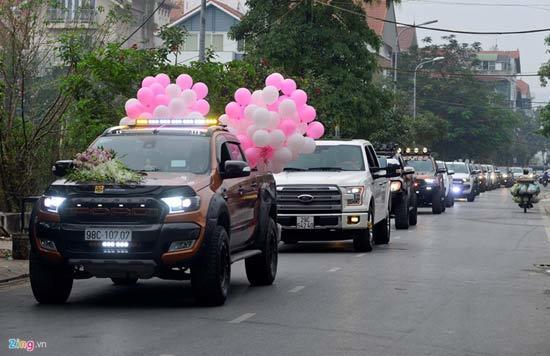 50 xe bán tải đón dâu trên đường phố thủ đô