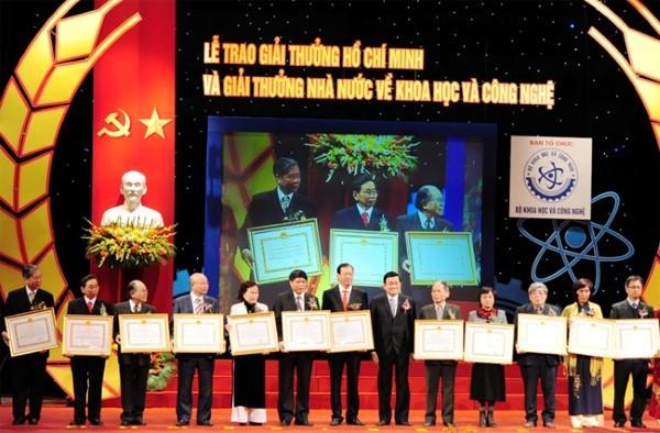 Trao tặng giải thưởng Hồ Chí Minh cho 9 công trình khoa học