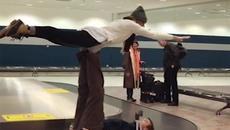 Clip 'bay' trên đường chuyển hành lý hút 6 triệu lượt xem