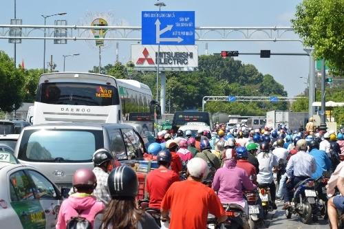 Nghẹt thở đến sân bay Tân Sơn Nhất ngày cận Tết