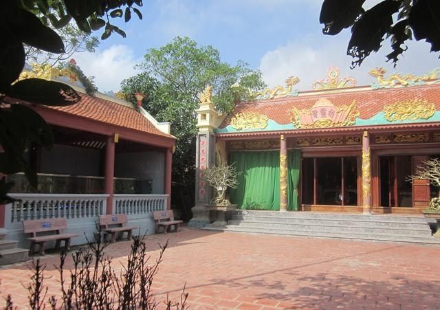 Cả làng góp tiền tỷ dựng đền 'thờ' bộ xương cá voi