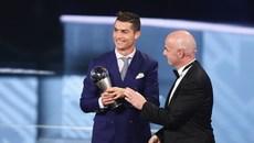 Ronaldo và Ranieri thâu tóm danh hiệu FIFA