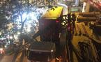 Hà Nội: Xe container húc đổ cổng hạn chế chiều cao