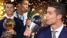 """Vừa ẵm danh hiệu, Ronaldo """"đá xoáy"""" Messi"""