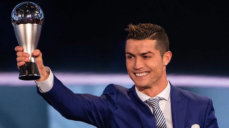 HLV Hữu Thắng, Công Vinh đều bỏ phiếu cho Ronaldo