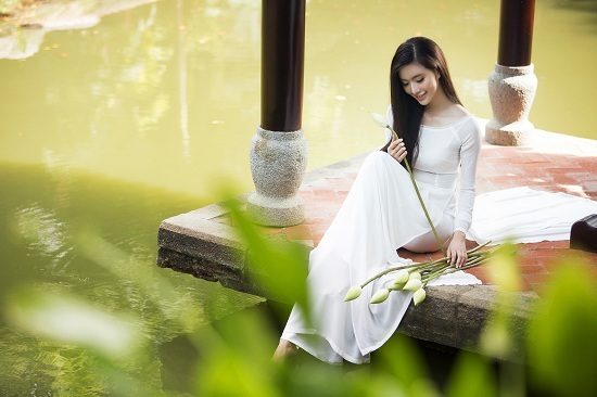MC Mỹ Linh gợi cảm trong tà áo dài trắng tinh khôi