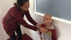 Bé trai 3 tuổi cầu cứu vì bướu ác thận