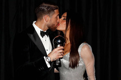 Ramos hôn bồ già say đắm, nồng nàn nói lời yêu