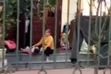 Clip người phụ nữ vật ngửa bé gái để cho ăn thô bạo