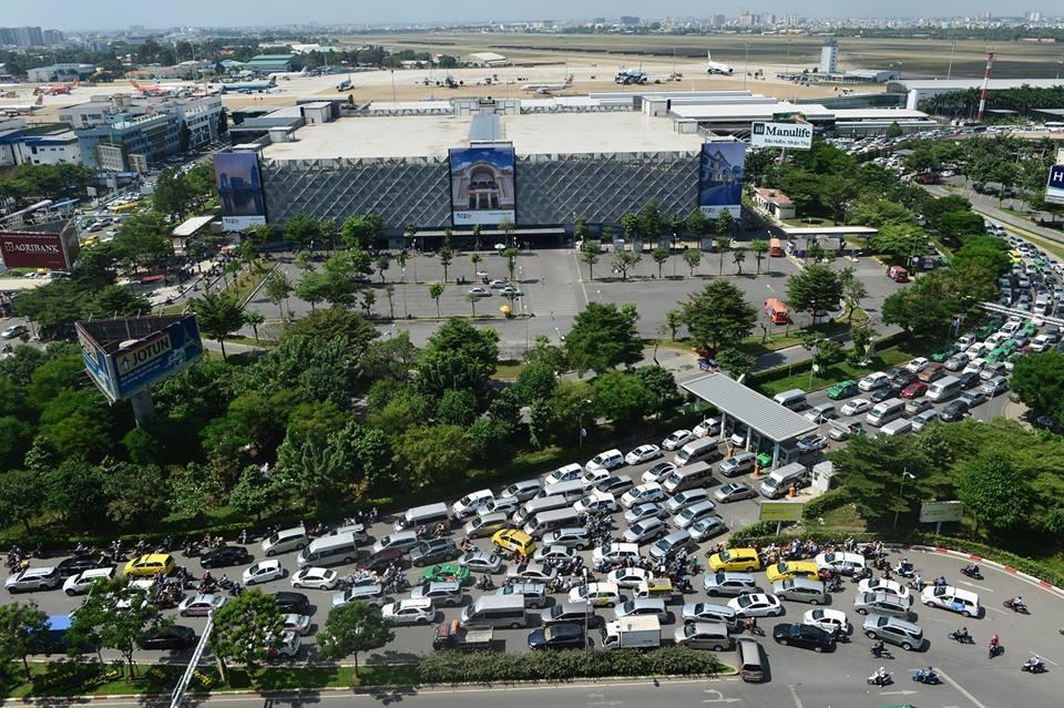 sân bay Tân Sơn Nhất, tắc đường, kẹt xe, ùn tắc giao thông, cao điểm Tết, phục vụ Tết, Tân Sơn Nhất, quá tải Tân Sơn Nhất