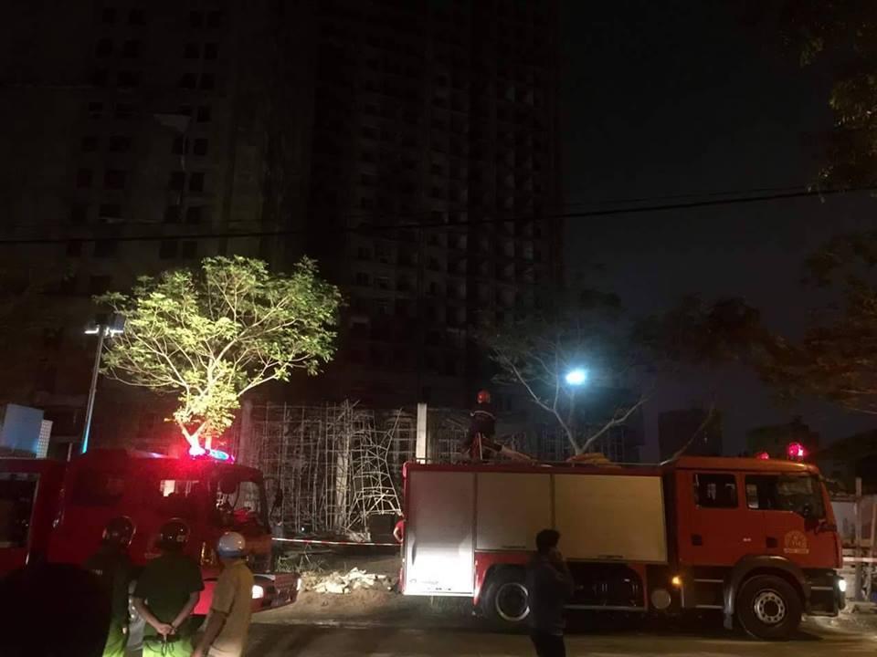 Sập nhà ở Đà Nẵng, nhiều người bị thương - ảnh 11