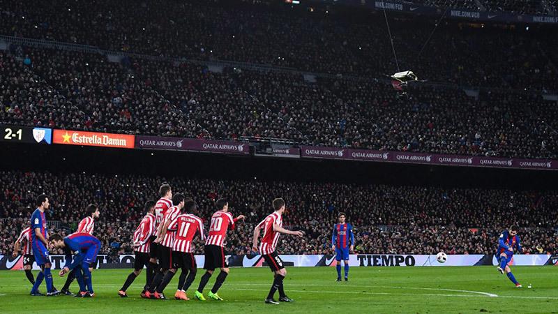 Trọng tài xử ép, Messi lập siêu phẩm cứu Barca