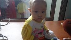 Bố mẹ nghèo, bé gái 13 tháng bệnh tim nguy cơ mất mạng