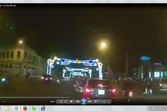 SH vượt đèn đỏ, ngông cuồng giơ chân đạp đầu ôtô