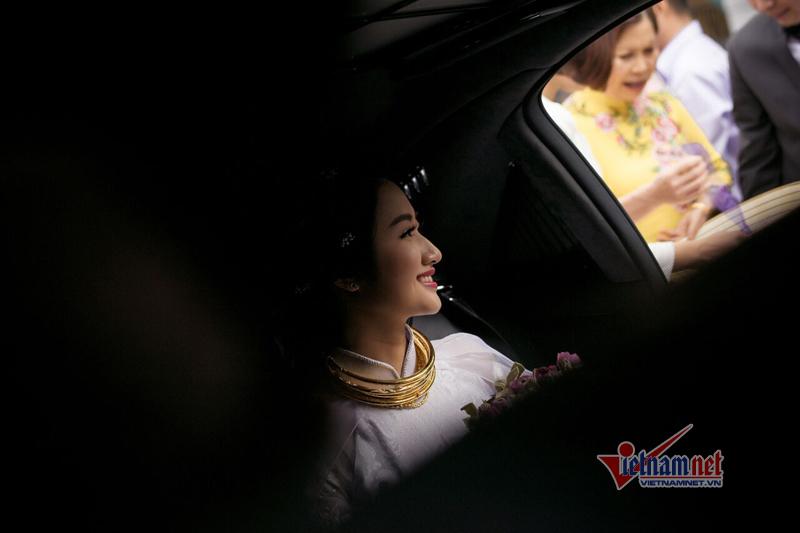 Chú rể đại gia được gia đình hoa hậu Thu Ngân tặng đầy vàng - ảnh 9