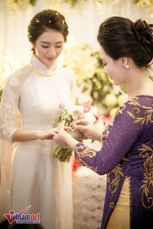Chú rể đại gia được gia đình hoa hậu Thu Ngân tặng đầy vàng - ảnh 1