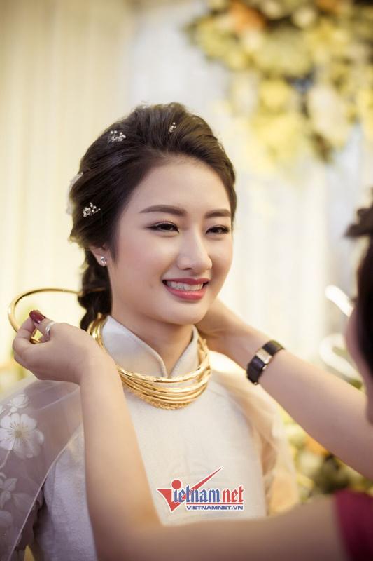 Chú rể đại gia được gia đình hoa hậu Thu Ngân tặng đầy vàng - ảnh 3
