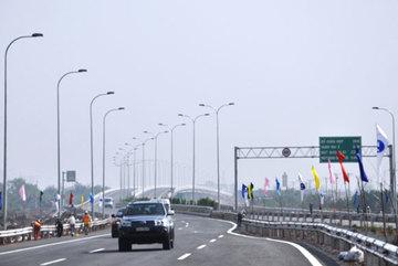 Cho xe máy chạy vào 4km đầu tiên của cao tốc TP HCM - Long Thành