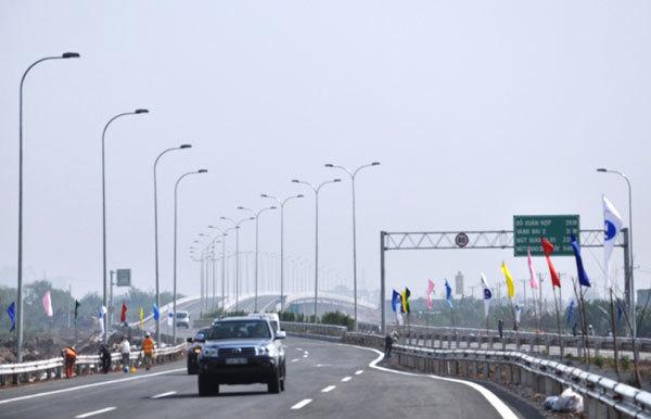 Cho xe máy chạy vào 4km đầu tiên của cao tốc TP HCM - Long Thành - ảnh 1