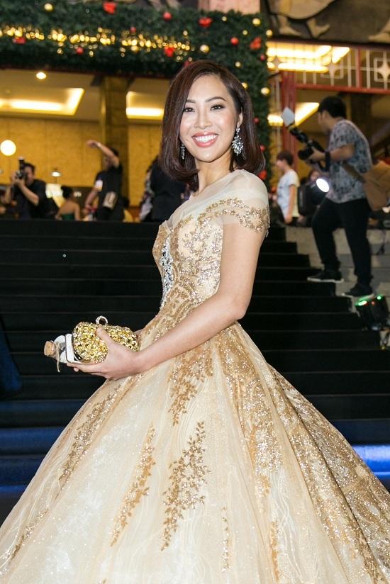 Ca sĩ Hồng Nhung U50 vẫn diện trang phục sexy đến nghẹt thở