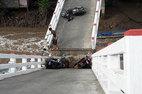 Sà lan tông sập cầu ở Cà Mau, nhiều người gặp nạn